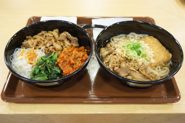 「ロカボ牛ビビン麺」(左)と「ロカボ牛麺」(右)