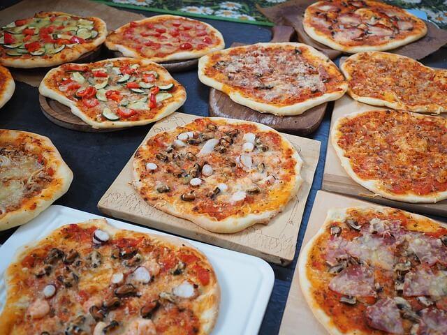 何種類ものピザ