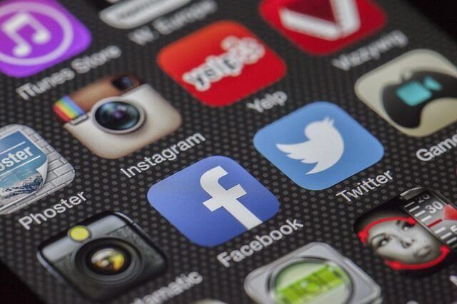 「Twitter」や「facebook」アプリ